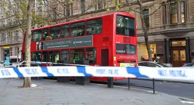 Автобус протаранил остановку в Лондоне