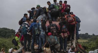 Половина оказавшихся Мехико мигрантов хочет идти в США
