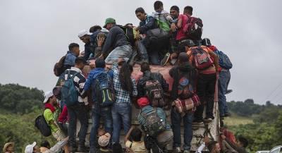 Караван мигрантов выдвинулся из Мексики в США