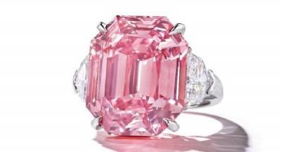 Редчайший розовый бриллиант продан за рекордную сумму