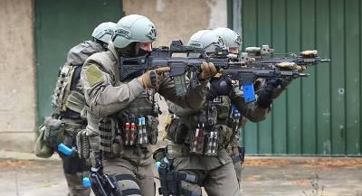 Полиция Германии приехала на заправку и спасла заложницу