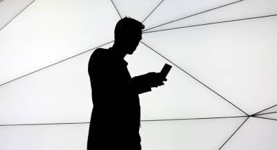 Пользователь Tinder через суд требует сделать его моложе