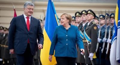 Порошенко обсудил с Меркель судоходство в Азовском море