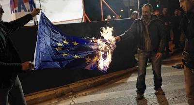 Поляки сожгли флаг ЕС в день своей независимости