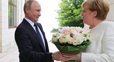 Туск осудил «флирт» политиков с Владимиром Путиным
