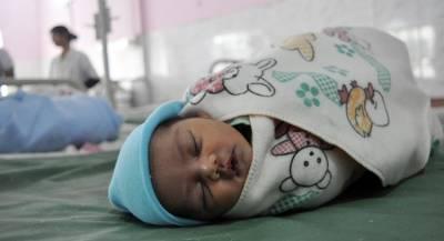 Младенцу удалили лишние конечности в Индии