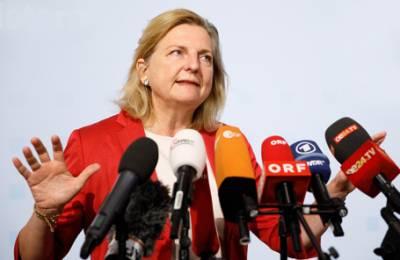 Шпионский скандал: глава МИД Австрии, на свадьбе которой был Путин, отменила поездку в Россию