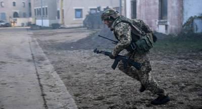 Власти Украины заявили о гибели военного при обстрелах