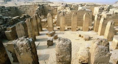 Археологи нашли древние плиты в Египте