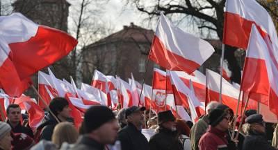 Многотысячный митинг проходит в Варшаве