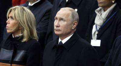 Путин возложил цветы к памятнику во Франции
