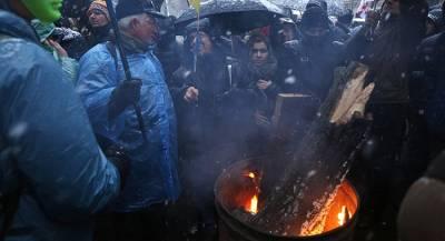 Замерзающие киевляне перекрыли центр города