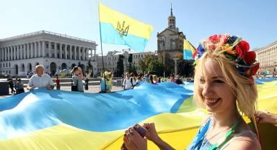 КС одобрил закрепление курса Украины на ЕС и НАТО