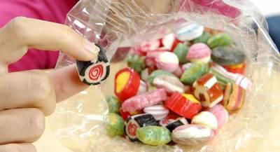 Девочка в США подкладывала иглы в конфеты