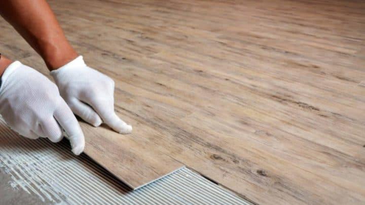 Напольные покрытия: кварц-виниловый ламинат и пробковый паркет